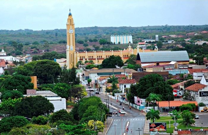 Panorâmica de parte do Centro de Cajazeiras (Igreja Catedral no destaque)