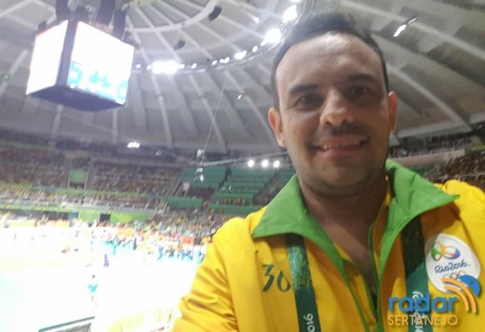Voluntário Júnior Ferreira que atua nas dependências do Maracanã e Maracanãzinho