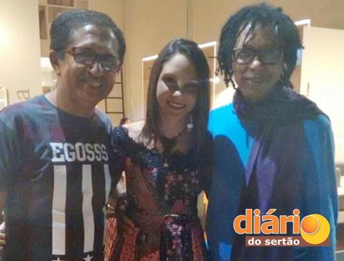 Judimar ao lado da filha Dandara e o cantor Djavan (foto: DS)