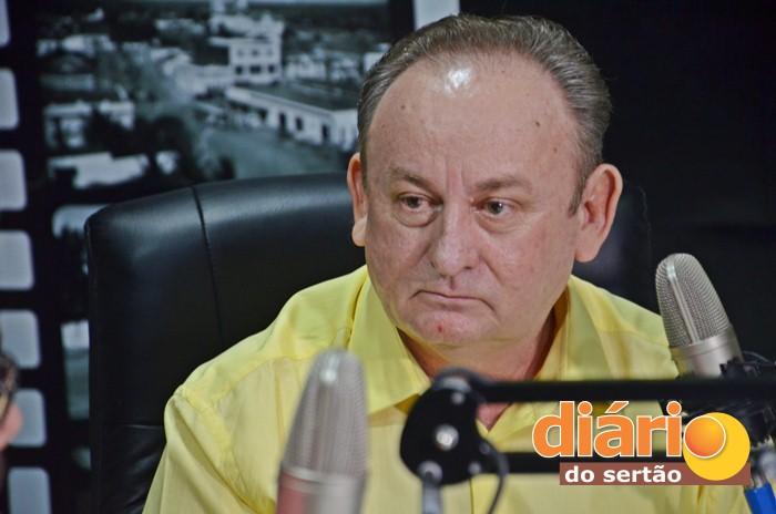 Prefeito de Marizópolis, Zé de Pedrinho, foi entrevistado na TVDS (foto: Charley Garrido)