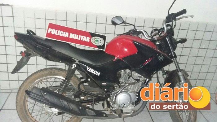Moto recuperada pelos policiais (Foto: DS)