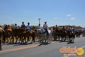 Vaqueiros seguem para o Centro da cidade