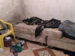 Jovem disse que foi mantida fechada em casa por um mês (Foto: PM/Divulgação)
