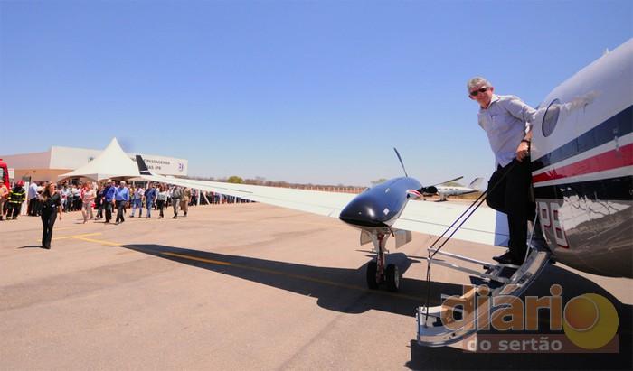 Ricardo Coutinho inaugura aeroporto de Cajazeiras