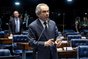 Senador Raimundo Lira no Plenário