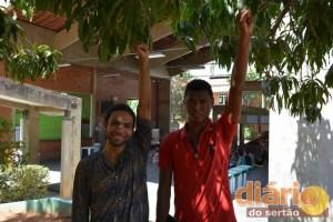 Os estudantes Hirley Pinheiro e Maicon Douglas