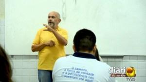Professor Chico em sala de aula