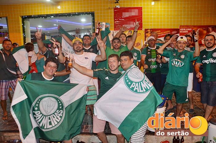 Em Sousa, os torcedores do Palmeiras comemoraram título do Verdão (foto: Charley Garrido)
