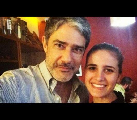 Foto de William Bonner com moça misteriosa causa alvoroço na web © REPRODUÇÃO