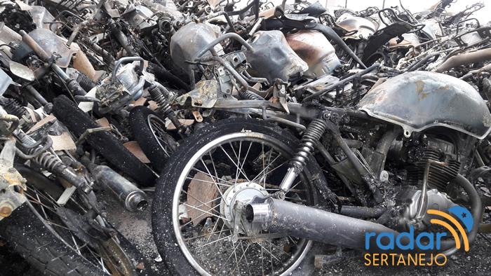 Incêndio destrói loja de móveis na Rua da República em João Pessoa