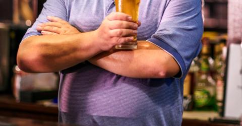 35a8e60db Homens com barriga de chope e um pouco acima do peso são mais saudáveis