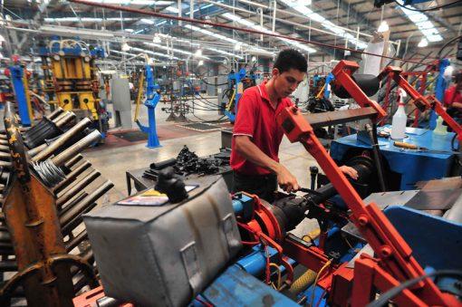 Visita a la fabrica de suspenciones de la empresa Firestone en Turrialba,la cual ha generado bastante empleo en la zona.Foto de Jorge Castillo.6/1/10 10am. Oscar Quiros