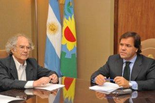 El jefe de Gabinete de la Provincia, Alberto Pérez, y el ministro de Justicia y Seguridad, Ricardo Casal, se reunieron con los miembros de la Comisión Provincial por la Memoria, encabezados por Adolfo Pérez Esquivel y Hugo Cañón.