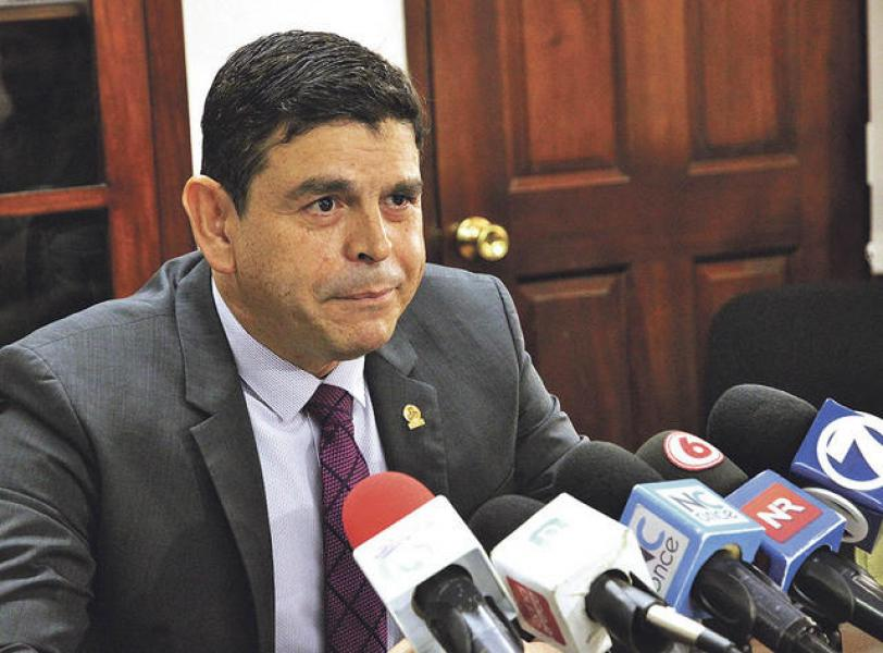 El presidende de UCCAEP, Ronald JIménez, no dudó en criticar a los miniserios de salud y economía, y a la Aresep por la situación actual del país.