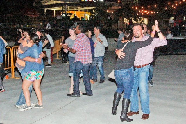 Resultado de imagen para baile en parque central de alajuela