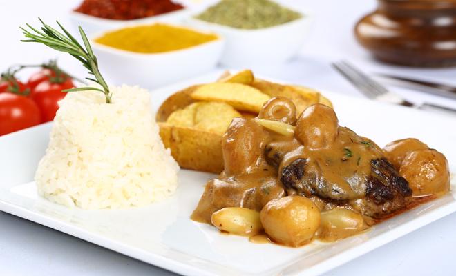 Recetas de platos principales para Navidad: entrecot con salsa de hongos