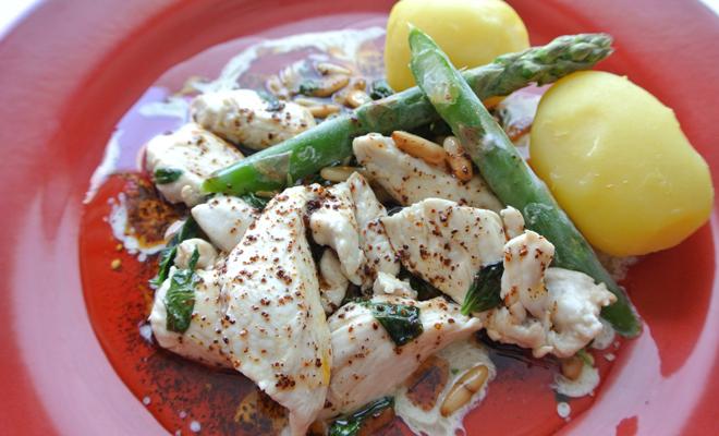 Recetas de platos principales para Navidad: pollo con piñones