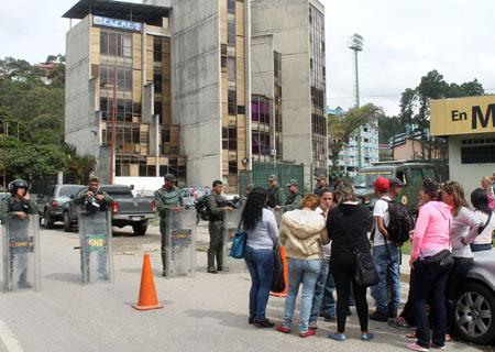 Después de varios días, este viernes hubo traslados a tribunales desde la sede del Cicpc