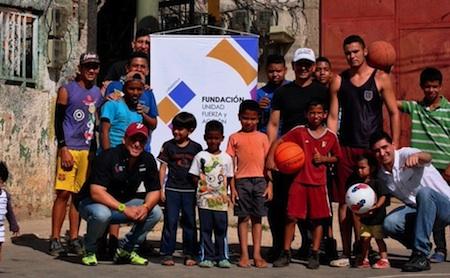 Escuelas deportivas y educativas han sido abordadas por este voluntariado que cada día suma seguidores.