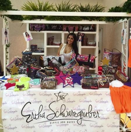 """Erika Schwarzgruber"""" es una marca casual juvenil que tiene ropa accesorios, cosméticos y ahora un linea de pañaleras"""