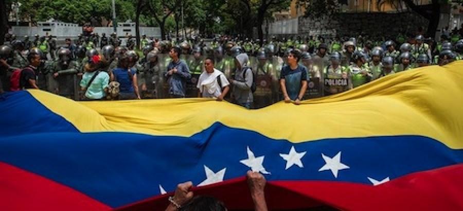 La marcha de Caracas se hizo pese a que durante los últimos días las autoridades, entre ellos el propio Maduro, advirtieron que estaba prohibido que la marcha avanzara hasta ese territorio, gobernado por el chavismo.