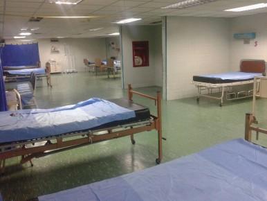 A un galeno le corresponde hacer guardia cada 6 días y nunca coincide con un médico anestesiólogo que atienda pacientes