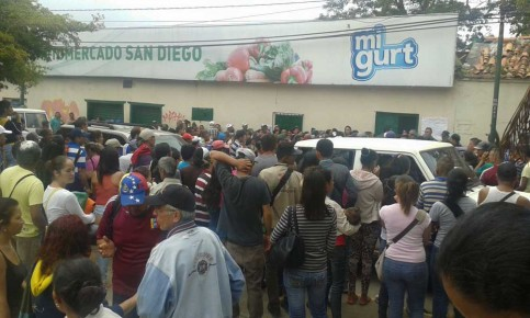 Siguen las protestas por falta de comida en Altos Mirandinos