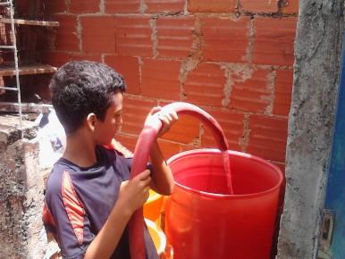 Continuando con el apoyo que brinda la Alcaldía de Guaicaipuro a las comunidades que no reciben el vital líquido. ARCHIVO