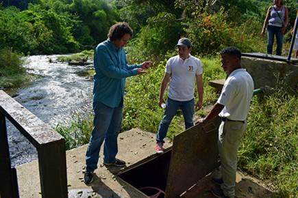 El primer punto en el que estuvo fue el pozo de Hidrocapital que surte el agua a toda la parroquia