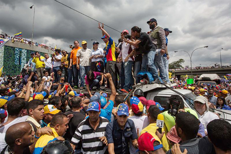 Autoridades de oposición encabezaron la manifestación