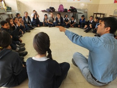 Autoridades buscan realzar valores de identidad y profundizar el sentimiento que los niños tienen por la comunidad.