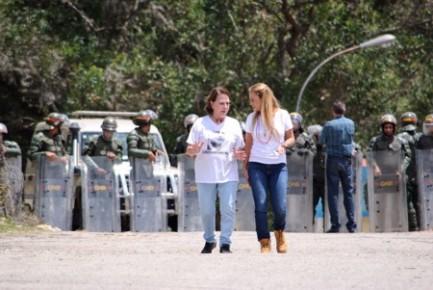 López cumple 9 días aislado y no permiten la entrada de abogados y familiares