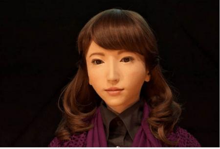 Zheng Jiajia, ingeniero, construyó una androide con la cual contrajo matrimonio en su país China.