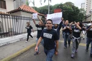 En Caracas, la delegación del SNTP fue recibida por el segundo Comandante de la GNB, Giuseppe Cacioppo, quien se comprometió a cumplir con las medidas de protección a los periodistas, ordenadas por el Ministerio Público