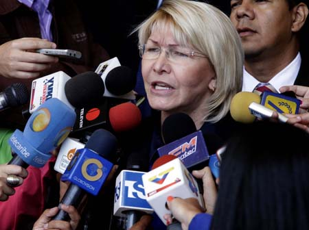 """La fiscal instó asimismo a los venezolanos a rechazar la iniciativa presidencial de cambiar el ordenamiento jurídico y a acudir al Supremo para """"hacerse parte como terceros (...) y rechazar tal convocatoria""""."""
