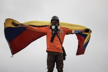 La MUD convocó a los ciudadanos a marchar hasta el Tribunal Supremo de Justicia desde 40 puntos de Caracas. Foto: EFE