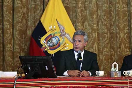 El mandatario de Ecuador, Lenín Moreno, despojó este jueves a su vicepresidente Jorge Glas de las funciones que le había asignado, en la primera crisis que estalla en el recién instalado gobierno de izquierda.
