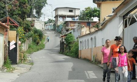 Vecinos del sector La Cruz se quejaron del mal servicio de transporte Foto: Deysi Peña