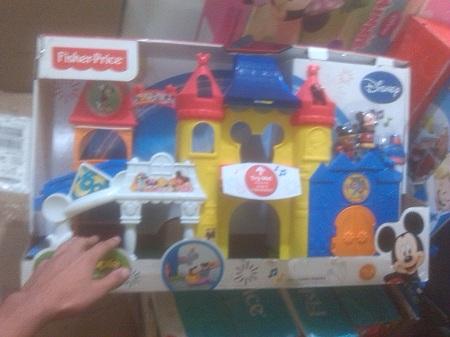Ante la escasez de juguetes padres compran productos importados a través de paginas web.