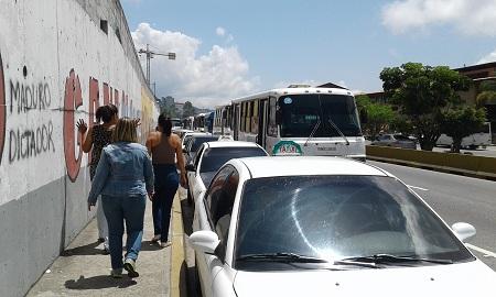 Transportistas se concentraron en las inmediaciones del distribuidor de La Rosaleda.