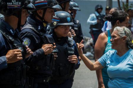 Venezuela: piden investigación por muertes en centro policía