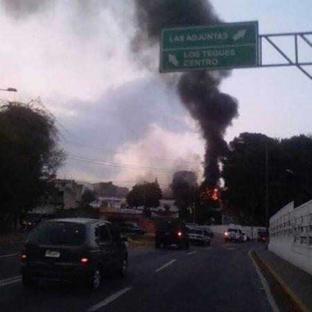 Incendio de magnitud en las instalaciones de CorpoMiranda en Los Teques