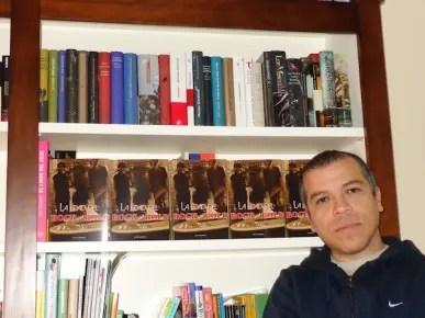 """Víctor Vegas está desde 2008 en España donde ha publicado varios libros de teatro y narrativa, entre ellos, """"Mensajes en la pared"""""""