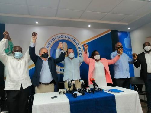 PRM juramenta a diputada que renunció del PLD