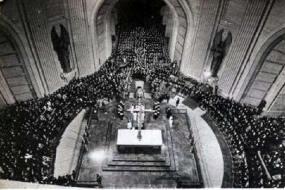 Tumba de Franco el día de su entierro. azaña y masonería