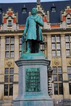 Estatua del Rector Pierre Theodore Verhaegen en la Universidad Libre de Bruselas