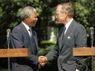 George H. W. Bush y Nelson Mandela en la Casa Blanca el 25 de junio de 1990