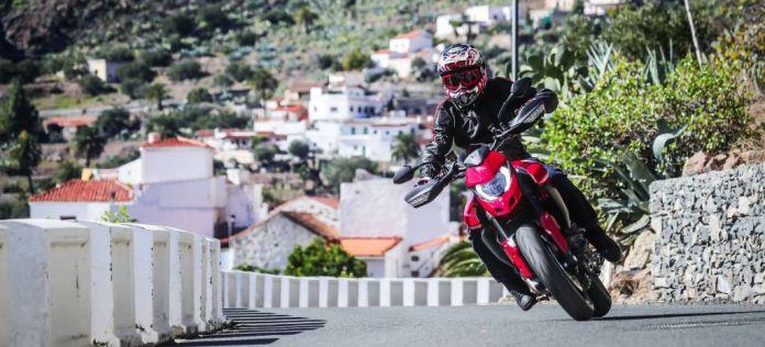 Ducati Hypermotard 950 Action 11 Uc70351 Mid thumbnail
