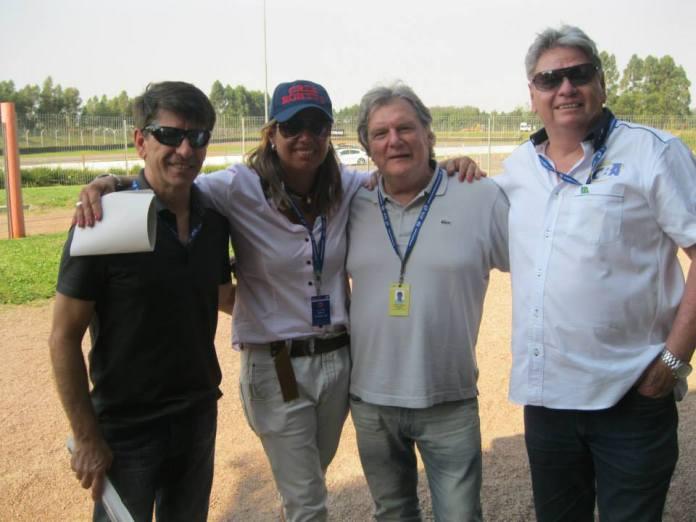 Da esquerda para a direita: o primeiro vice-presidente da CBA, Milton Sperafico; a piloto xxx; o diretor da CBA, Nestor Valduga; e Rudolfo Rietch (Reprodução Facebook)
