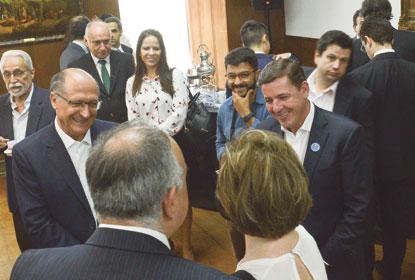 Governo estadual repassa recursos para projetos sociais da região